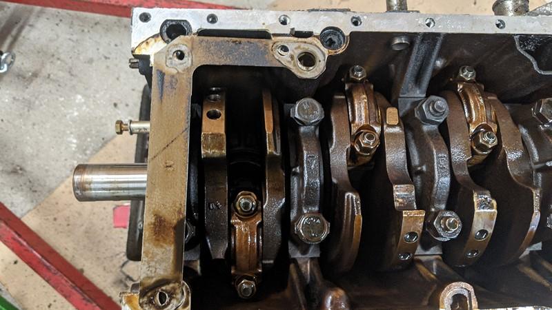 Mi16 XU9J4 crankshaft with oil pump removed