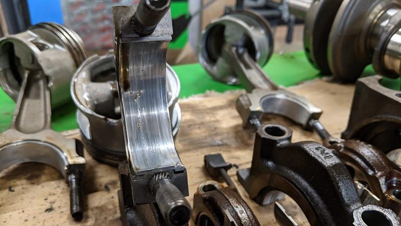Bottom end teardown reveals heavily worn main bearings