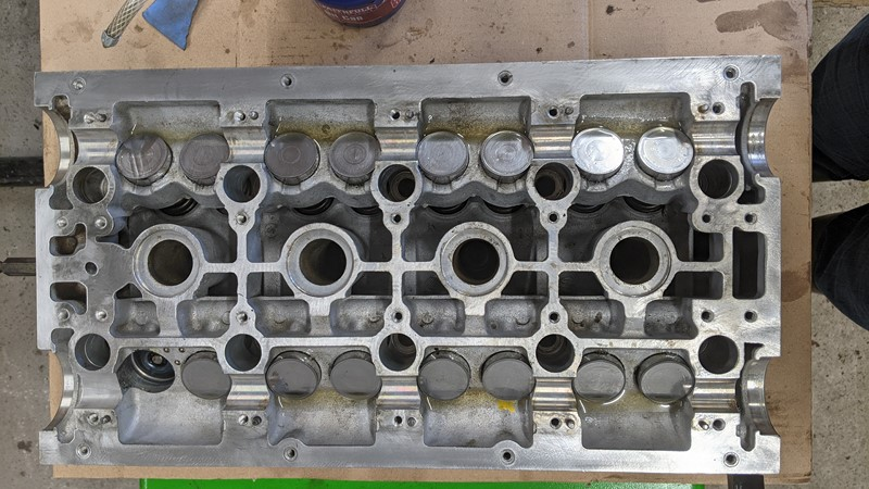 Hydraulic tappets back in the cylinder head