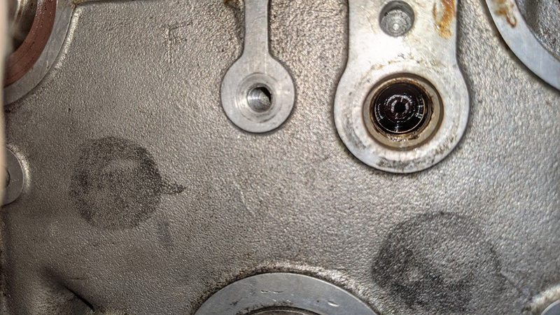 Pressure relief valve in the cylinder head