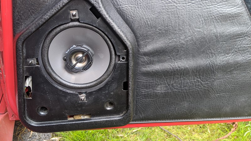 Upgrade of the front Clarion speakers completed