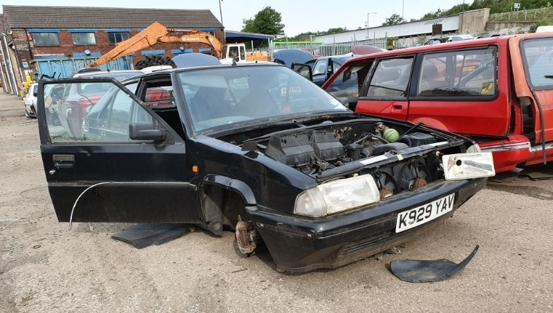 Scrapyard picture from a few years ago. Could this be a body cut donor?